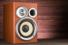 Close-up musical do orador em um fundo de madeira Imagem de Stock Royalty Free