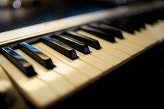 Close-up musical eletrônico do sintetizador do teclado fotos de stock royalty free