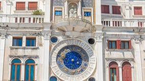 Close up no timelapse astronômico do pulso de disparo em San quadrado Marco, Veneza, Itália video estoque