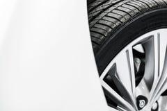Close up novo do pneu de carro imagem de stock