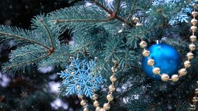 Free Close-up Of A Christmas Tree With Rose Gold And Turquoise Decorations Balls, Snowflakes, Bows, Beads On A Blurry Background Royalty Free Stock Photography - 157662907