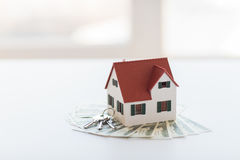 Free Close Up Of Home Model, Money And House Keys Royalty Free Stock Photos - 75013128