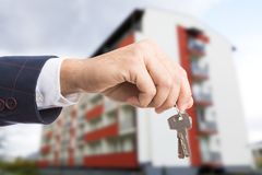 Free Close-up Of Realtor Hand Holding Keys Royalty Free Stock Photo - 114572215