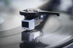 Free Close Up Of Vinyl Record Player Needle On Turntable Royalty Free Stock Photos - 173133048