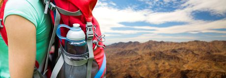 Free Close Up Of Woman With Water Bottle In Backpack Royalty Free Stock Photo - 117955555