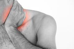 Close-up ongelukkige mens die aan halspijn en verwonding lijden stock foto's