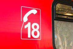 Close-up op het aantal van de telefoon van brandbestrijders op ziekenwagen stock afbeeldingen