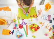 Close-up op Pasen-decoratie op lijst Stock Fotografie