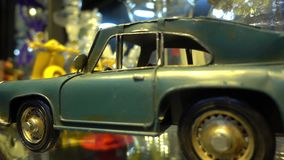Close-up Oud Retro Metaal Toy Cars View stock videobeelden