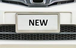 Close-up oude nummerplaat bij voor auto voor verkoop geweven achtergrond met zwart nieuw woord op het centrum van nummerplaat royalty-vrije stock foto's
