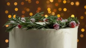 Close up of cake with rosemary and sugar cranberries. Close up panorama anorama of white cake decorated with a wreath of rosemary and sugar cranberries stock video