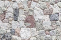 Close up a parede de pedra moderna com fundo da superfície do cimento foto de stock royalty free