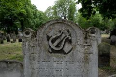 Close up photo of tombstone at the historic Jewish cemetery at Brady Street, Whitechapel, East London. Photo shows lyre or harp sy. London UK, Close up photo of Stock Photography