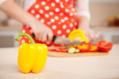 Close up photo of woman chopping yellow paprika Royalty Free Stock Photos