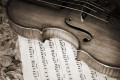 Close-up picture of the old violin witn score Royalty Free Stock Photography