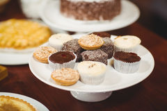 Close up plates of pastries and cupcakes Royalty Free Stock Photos