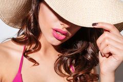Close-up portrait of an attractive woman in beach hat Royalty Free Stock Photography