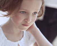 Close-up portrait of young girl looking away from camera Royalty Free Stock Photos