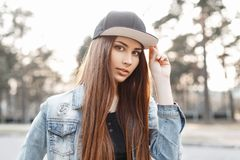 Close-up portrait of a young stylish woman on a sunny day Royalty Free Stock Images