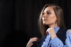 Close-up portrait of a young woman looking away Royalty Free Stock Photos