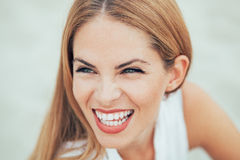Close up potrait of young woman with wonderful smile Royalty Free Stock Photos