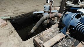 Drainage pit for groundwater