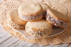 Close up recentemente cozido das cookies de Alfajores horizontal fotos de stock royalty free