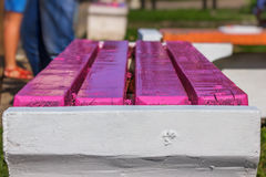Close up recentemente pintado do banco Fotografia de Stock