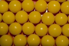 Close up redondo amarelo das vitaminas para o fundo Fotografia de Stock Royalty Free