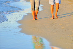 Romantic couple along the beach Royalty Free Stock Images