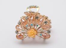 Close up a Rose Flower Hair Clip decorada luxuosa idosa, isolada Fotografia de Stock Royalty Free