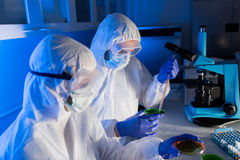 Close up of scientists with test samples in lab Royalty Free Stock Photos