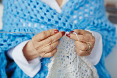 Close-up of senior woman hands knitting Royalty Free Stock Photos