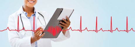Close up of smiling female doctor with clipboard Royalty Free Stock Photography