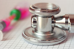 Close up stethoscope and syringe Royalty Free Stock Photography