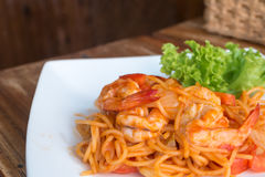 Close up stir fried spaghetti and prawn royalty free stock images
