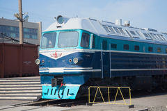 Close up TG-102 na estrada de ferro, St Petersburg locomotivo do passageiro do táxi Imagens de Stock Royalty Free