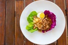 Close-up, Thais voedsel: pompelmoessalade met gekookt ei Royalty-vrije Stock Foto's