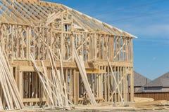 Close-up twee-verhaal stok gebouwd huis in aanbouw in Irving stock foto's