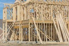 Close-up twee-verhaal stok gebouwd huis in aanbouw in Irving stock fotografie