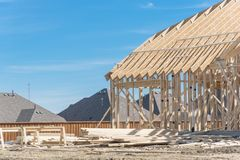 Close-up twee-verhaal stok gebouwd huis in aanbouw in Irving royalty-vrije stock afbeelding