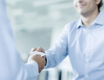 Close up of two businessmen exchanging business cards Royalty Free Stock Photography