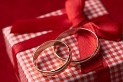 Close-up of two gold Wedding rings and Gift box Royalty Free Stock Photos