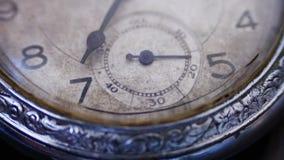Close-up uitstekende wijzerplaat die seconden aanstrepen stock video