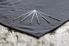 Close-up van Acupunctuurnaalden op een houten lijst stock afbeelding