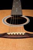 Close-up van akoestische gitaar, nadruk op de brug Royalty-vrije Stock Afbeelding