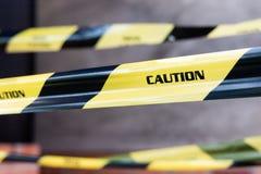 Close-up van barricade van de Voorzichtigheidsband gebied van toegang van plaats stock fotografie