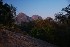 Close-up van bergen in Kwanza Sul royalty-vrije stock afbeelding