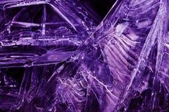 Close-up van bevroren water in ultraviolet Stock Fotografie