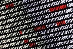 Close-up van binaire code besmet door virus. Stock Foto